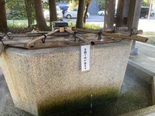 【手水舎】 ひしゃくの使用を停止しております。水は自動で出ます。